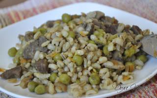 Перловая каша с мясом, грибами и овощами