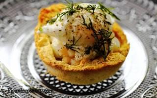 «Корзинки с кальмарами и перепелиными яйцами-пашот»