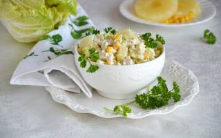 Салат из пекинской капусты, курицы и ананаса