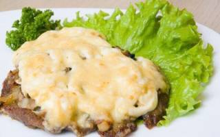 Горячие блюда на Новый год: 3 рецепта мяса по-французски