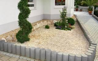 Интересная клумба из квадратиков с растениями и декоративным гравием!