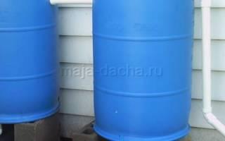 Система из бочек для накопления дождевой воды не требует много усилий и отлично подойдет для садоводов и дачников.