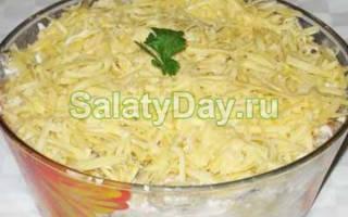 Салатик с курицей грибами и сыром