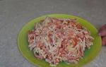 Очень легкий, быстрый и вкусный салат с крабовыми палочками, помидорами и чесноком