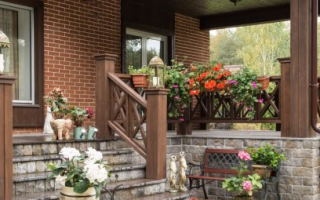 Вход в дом, как элемент его украшения