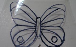 Красивая бабочка из пластиковой бутылки)