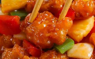 Курица в кисло-сладком соусе по-китайски.